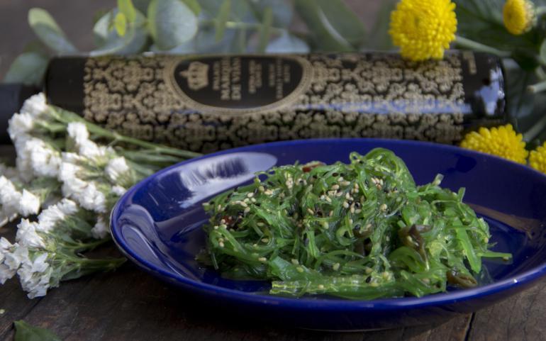 Wakame seaweed salad with Palacio Marqués de Viana Sublime Blend