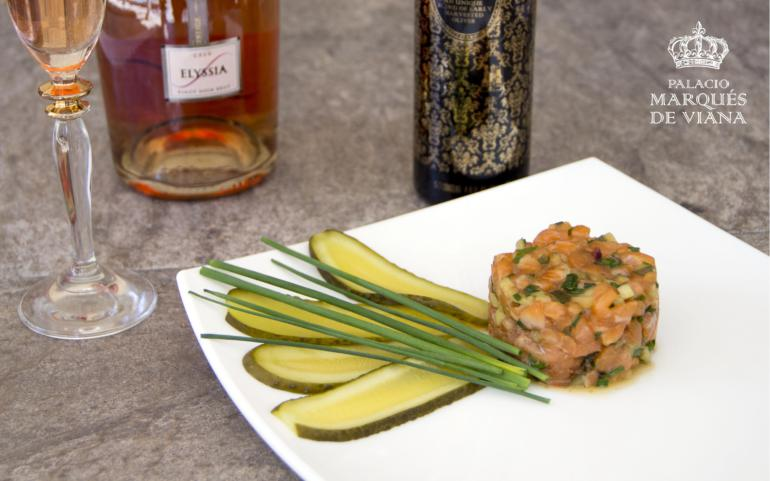 Salmon tartar with cava and Palacio de Marqués de Viana Sublime Blend EVOO