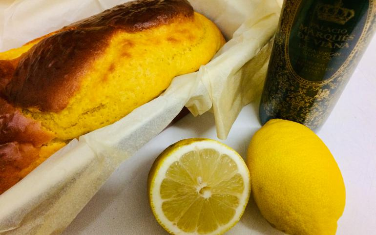 Lemon cake & our EVOO Blend Sublime Palace Marques de Viana